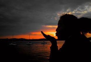 最美不过夕阳红,温馨又从容,夕阳是晚开的花,夕阳是陈年的酒……...