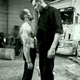 求一个杰森斯坦森的电影,看图片,再告诉我那个高个子的是谁啊