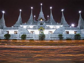 北府风云录-泰国北揽府,僧侣们在阿萨拉日手持蜡烛围绕哇阿锁咖喃寺行进.阿萨...