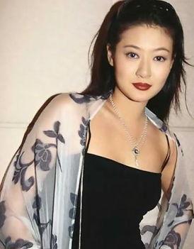 陈宝莲也参选过亚洲小姐,后来在她那个该死的老娘的怂恿