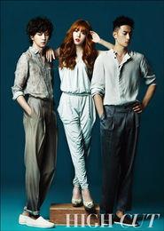 少女时代Tiffany携两猛男拍写真 与泰妍斗美貌