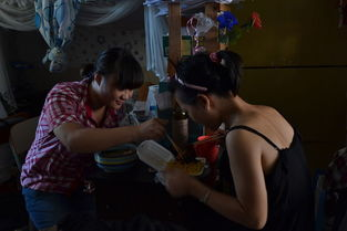 黄燕拍摄的摄影作品《女大学生宿舍》.-高清 广西大学女生拍摄女生...