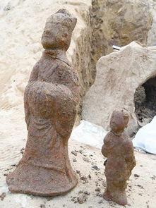 天的清理发掘,墓葬形制初现,并有10余件相对完好的文物出土.    ...