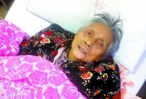 老人恋老净身老枪图-88岁老人被困密室两天三夜 几次想自杀