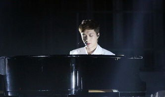 ...姿堪比权志龙,弹钢琴跟周杰伦有一拼,搞音乐演电视两不误
