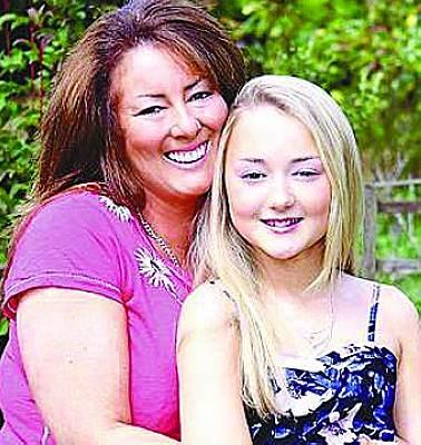 英国妈妈巨资培养11岁女儿 疯狂盼望其成名