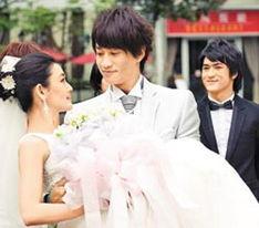 """润东,26日在微博示爱,""""等我哪一天有把真的吉他的时候,我一定自..."""
