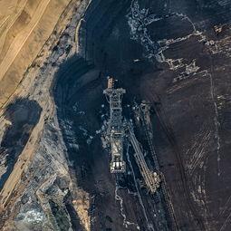 幻禁-郎恩在进行航拍时不禁感:从高空看汉巴赫煤矿,简直就如同是在看一...