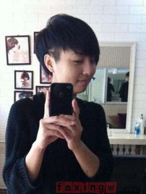 女生两边剃掉的发型图片