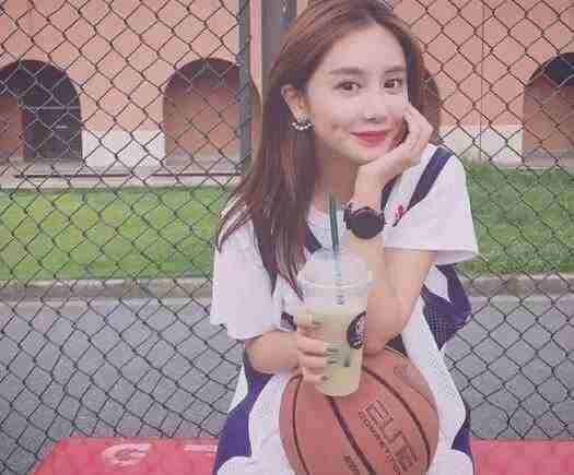 NBA美女主播美娜是谁 美娜微博叫什么名字