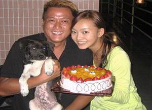 了19岁的广西姑娘黄梓琪.据悉,由于新娘还不到法定结婚年龄,所以...
