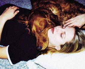 有女人和狗操逼的视频吗-金毛拯救抑郁症女郎后患病去世 ... 据外媒报道,22岁那年,朱莉·巴顿...