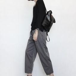 深灰色阔腿裤的裤子应搭配什么颜色的上衣