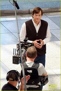 国际在线娱乐报道 洛杉矶当地时间7月22日,传记电影《乔布斯》片场...