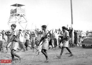 ...为1966年,听命于英国殖民者的土著警察在押送示威者.-掠夺 镇压 ...