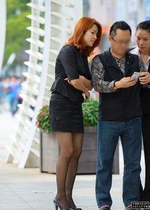 街拍的职业套装黑色丝袜美女