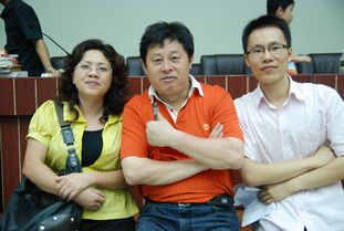 上图左起:海南翻译公司外语培训中心邓蕾校长,欧阳维建老师,李五...