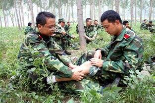 ...大学生接受军事训练