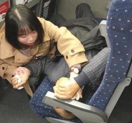 ...人高铁上吐血 女护士电联医生紧急救人