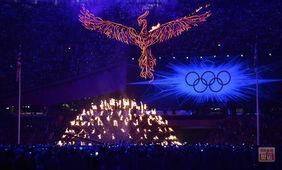 ...就凌空而起——不死鸟,不死的奥运精神,传承之后,就又是四年后...