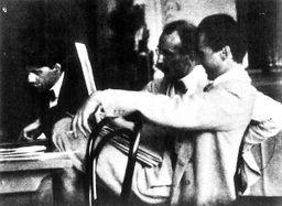 ...格茨、斯泰肯和库恩在欣赏弗兰克·尤金的作品》1907年-1900年的...