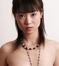 ...中国第一裸模的张筱雨,拍摄了大量全裸人体艺术写真.-也许很俗但...