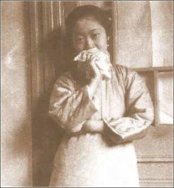 ...皇后凄婉一生 16岁芳华绝代 罕见抽烟照曝光