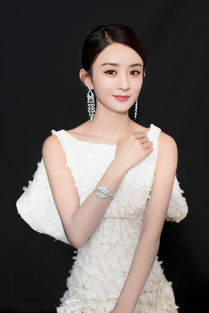 近日,赵丽颖受邀出席某活动并拍摄写真,她身穿白色鱼尾裙,优雅纯...
