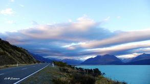 回75公里外的住宿地,乘天色还没... 再次经过Lake Pukaki,湖水颜色...