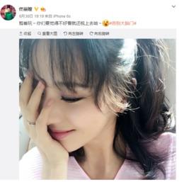 佟丽娅微博截图-佟丽娅晒甜美自拍 网友 谁家少女又跑出来了