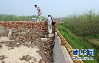 方集洪河大桥的两端被水泥墙封堵-皖豫交界投资千万大桥建成6年未通...