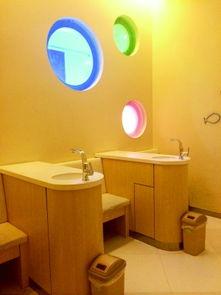 佐佐木恋海公室-朝阳大悦城内的母婴室.   躲在厕所里吸奶,发出的声音让门板外等候...