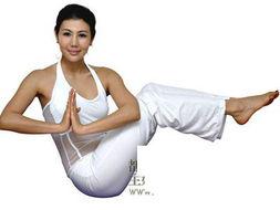 这个动作考验你对于全身肌肉的控制能力,你必须收紧腹部、背部、...