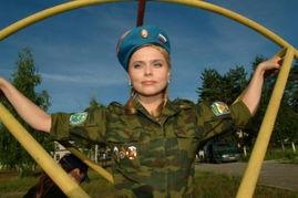 军事视频常用的纯音乐-俄女子流行乐队进军营拍拥军MV体验空降兵生活 图