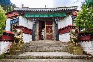 看了拉萨寺庙的法相庄严,那喇嘛岭寺绝对有种耳目一新的小清新之风...