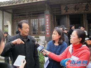 ...民盆景艺术大师花汉民向记者介绍自家