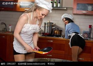 ...做饭的两个性感美女图片 1992207