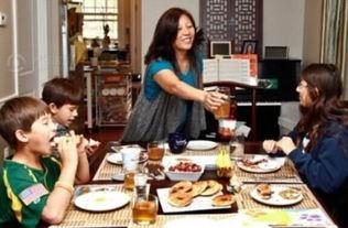 在中国,留守儿童、留守老人、留守妇女,分别代表了三个特殊而又庞...