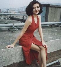 """...素有""""香港第一美女""""之称.年幼时就被许多叔叔阿姨称作""""小美..."""