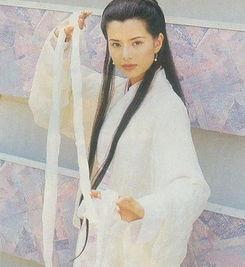 ,性格刚烈.从照片上看,李若彤依旧年轻美艳,穿着半透视装魅力十...