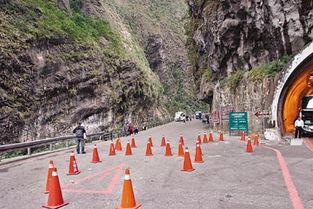 太鲁阁九曲洞步道29日发生落石砸伤大陆游客意外,事发后当局封闭现...