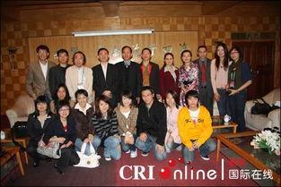 ,与郭熙院长、外派教师代表、留学生代表以及国际汉语教师志愿者代...