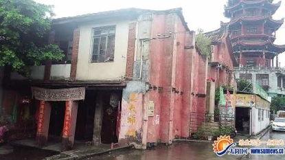 位于漳州市区九龙江畔、威镇阁边的姜太爷庙已有500多年的历史,由...