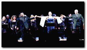 群骁kR跺mx涓y Ke剧 涔r诲}-魏松(前排左)向热情的意大利观众谢幕.   本报讯(   )中国本土培...