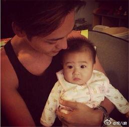 我与舅妈乱轮图片-人贩子陈伟霆抱孩子,看着外甥女一脸不情愿的表情