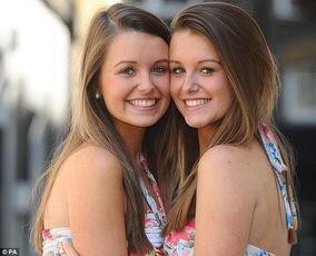 18岁姐妹花成英国最像双胞胎 男友都会认错