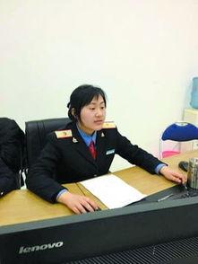 ...室工作的杨旭,每天要不断更新列车进出站信息.-春运中的 女汉子 ...