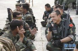 资料图:中国和巴基斯坦军人在联合训练间隙彼此交流.图片来源:新...