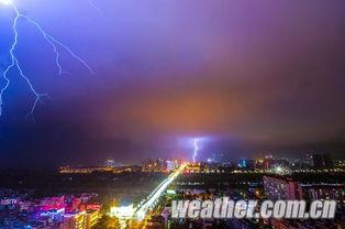 ...西钦州市二桥,一道道闪电划破长空,颇为壮观-强雷暴昨夜袭钦州 ...