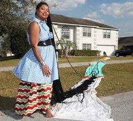女子留16.8米长发重38斤创纪录 嫁给发型师 图 女子留3米长发